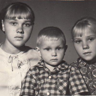 я с родными сестрой и братом