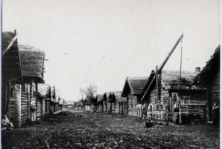 Улица в деревне Белевичи Быховского уезда Могилевской губернии. Фото с негатива М.Дубровского, 1911 г.