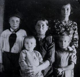 Семья Петровых фото 1942 г