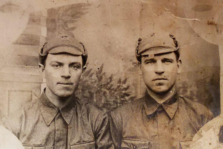 Cлева отец Михаила- Иван Харитонович. Снимок примерно 1939 г