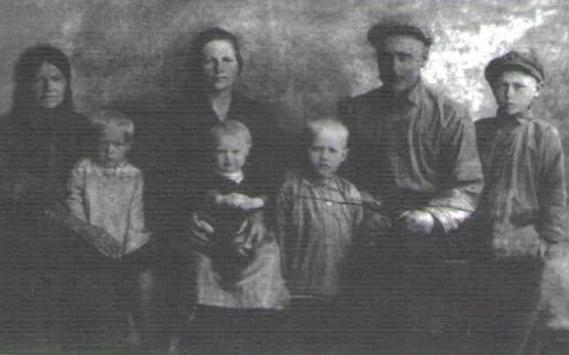 Галановы Алексей Семенович и Мария Михайловна. Дети Валентина, Аркадий, Анатолий, 1933г.