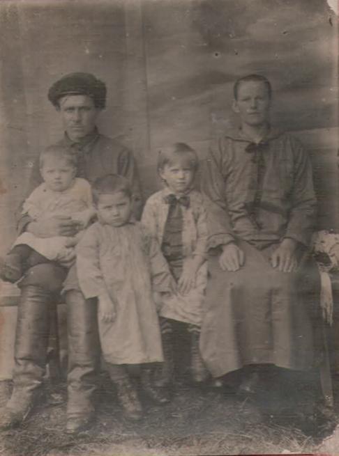 Грошевы Сергей и Матрена, их дети