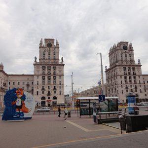 Башни «Ворота города» и символ Олимпиады – лисенок